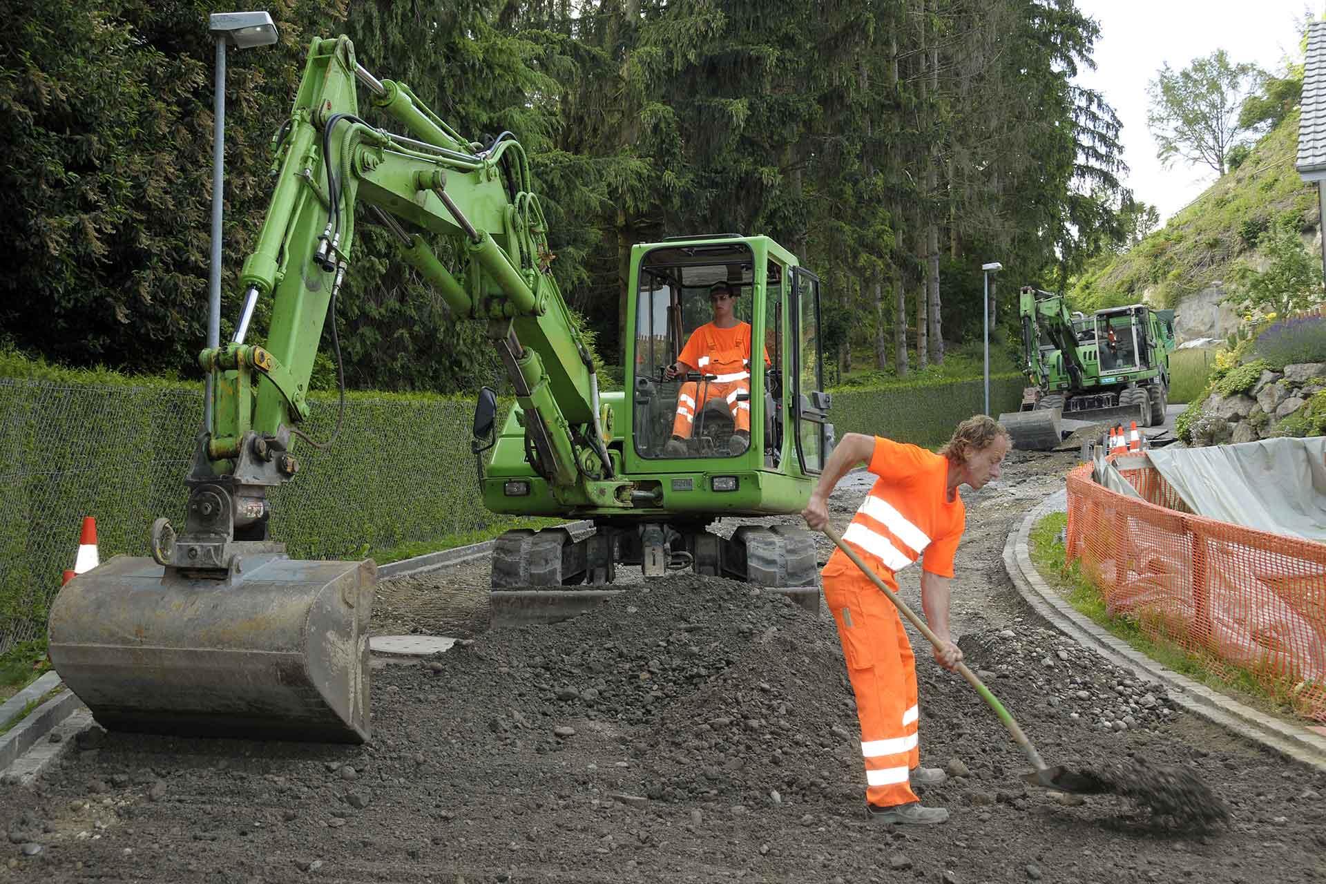 MEN AT WORK by ILG BAU